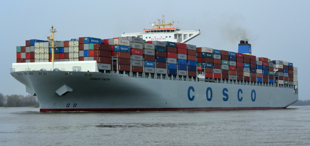 China's top two shipping companies join hands 1