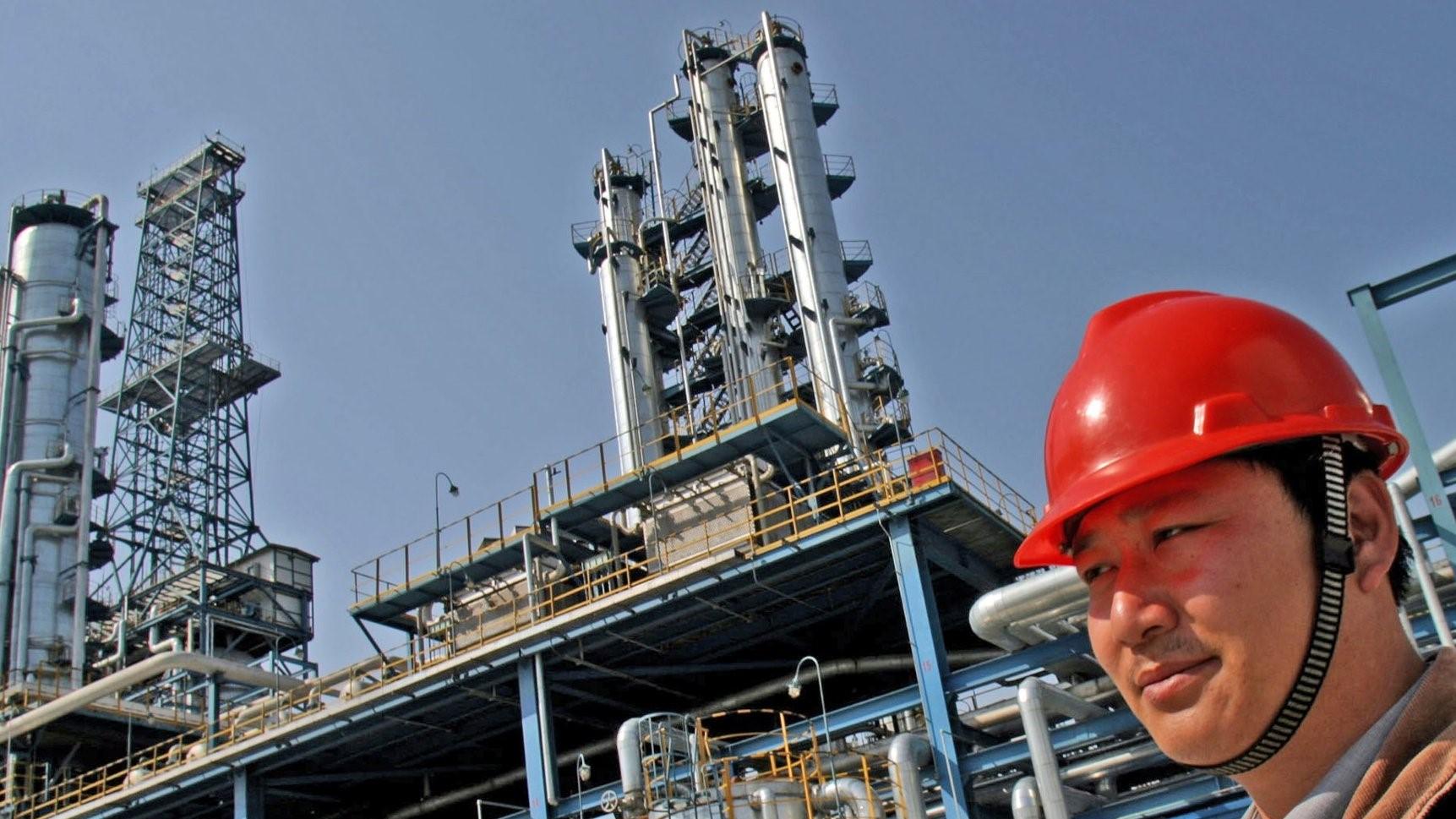 Crude oil demand in danger due to China economic slowdown 2