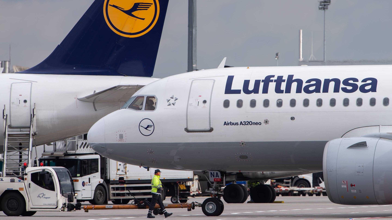 Lufthansa registers 2.1 billion first quarter loss 1