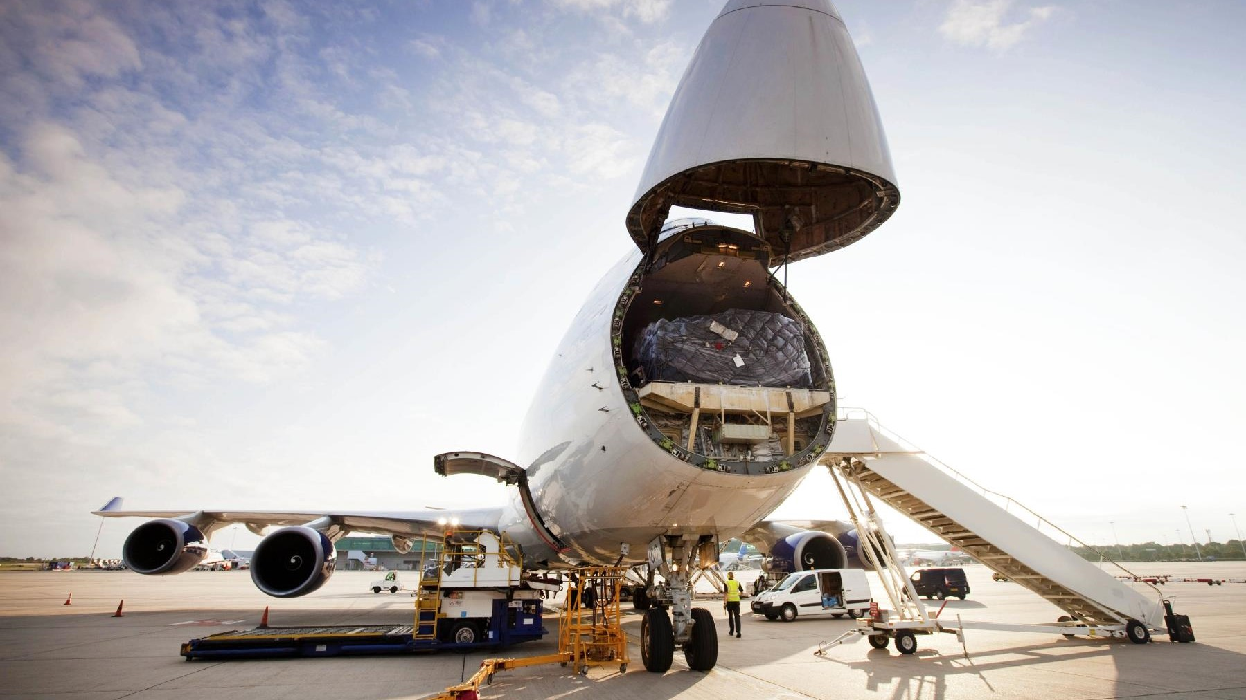 Airfreight rates on key routes tumble in August 1
