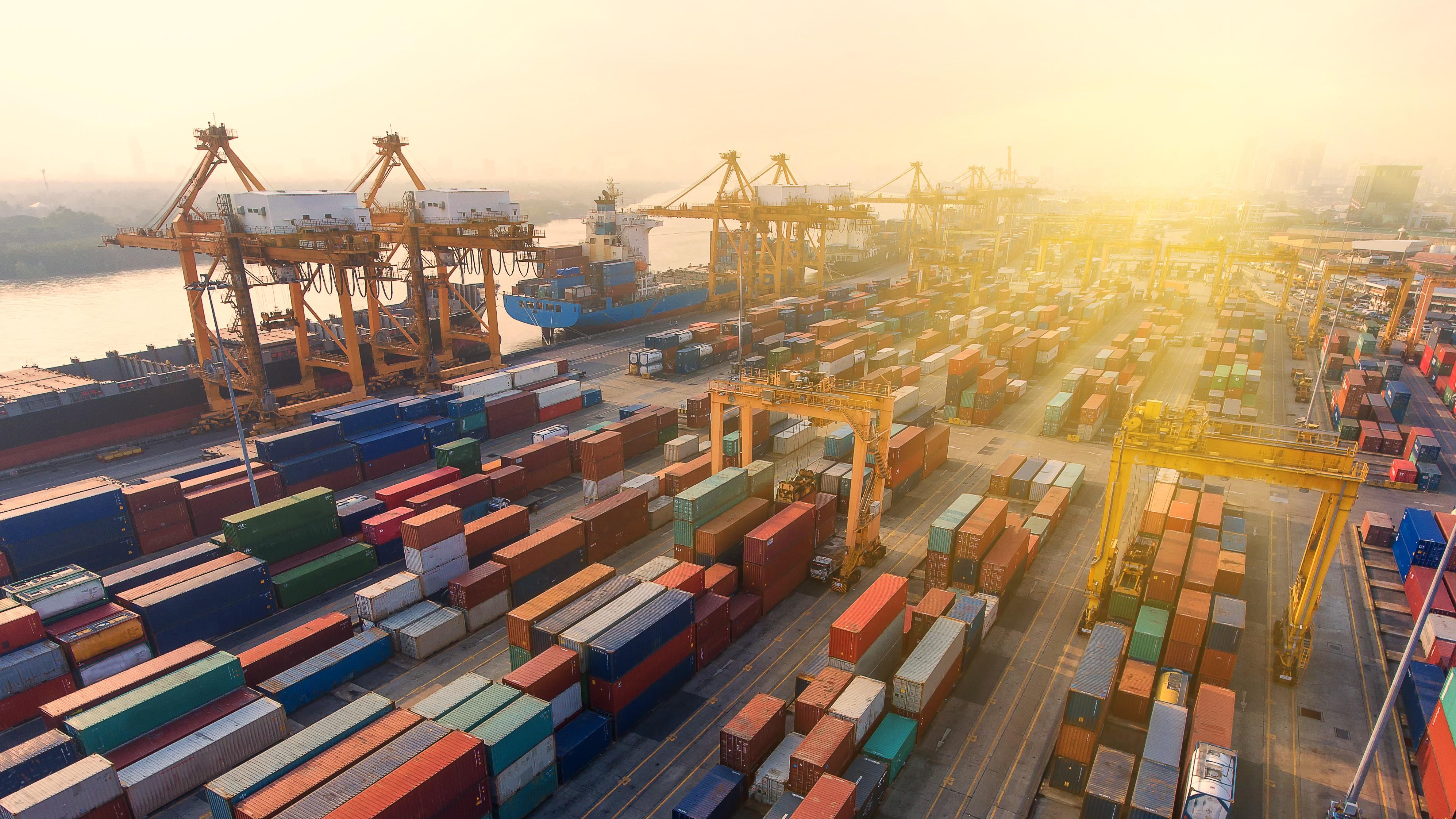 U.S. import volumes reach new record 1