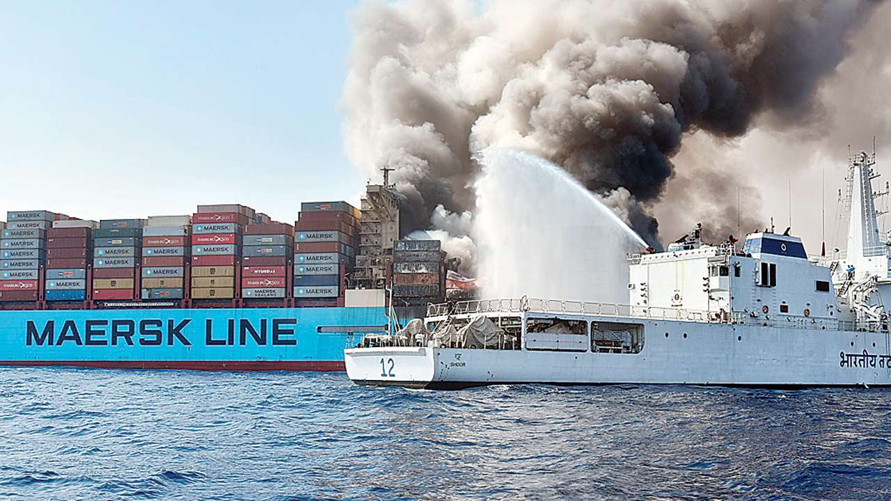 Insurers repeat call for stricter fire prevention on box ships 1