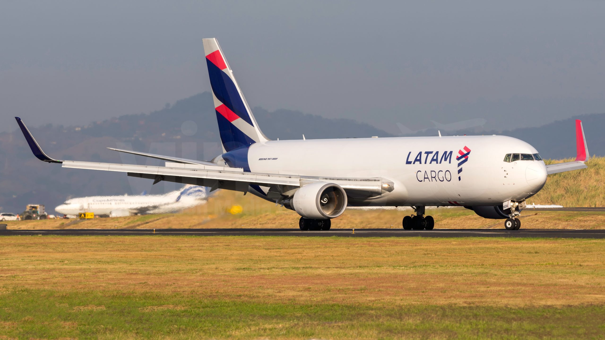 Year-on-year decline for Asia-Pacific carrier traffic 1