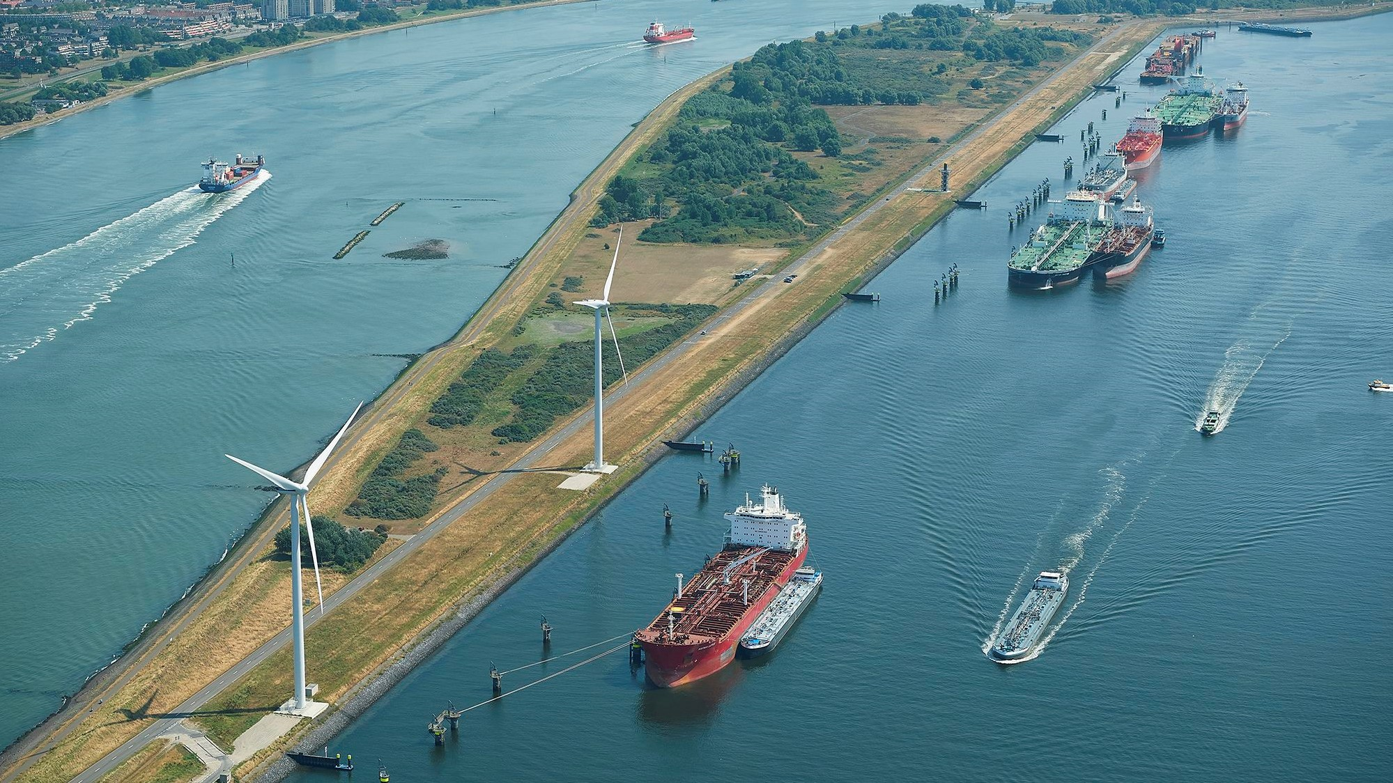 Continuing container growth pushes throughput at port of Rotterdam to a new high 1