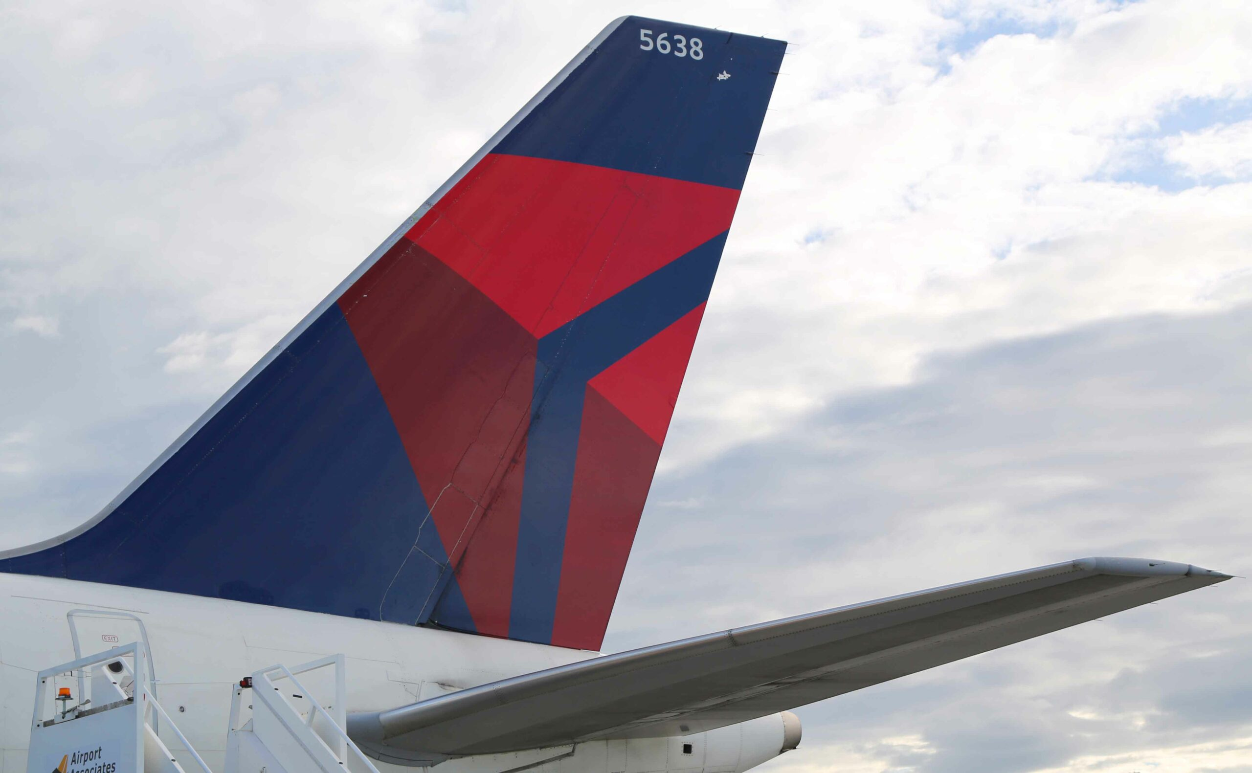 Delta Air Lines see 1500+ pilots leave for the airline to survive 1