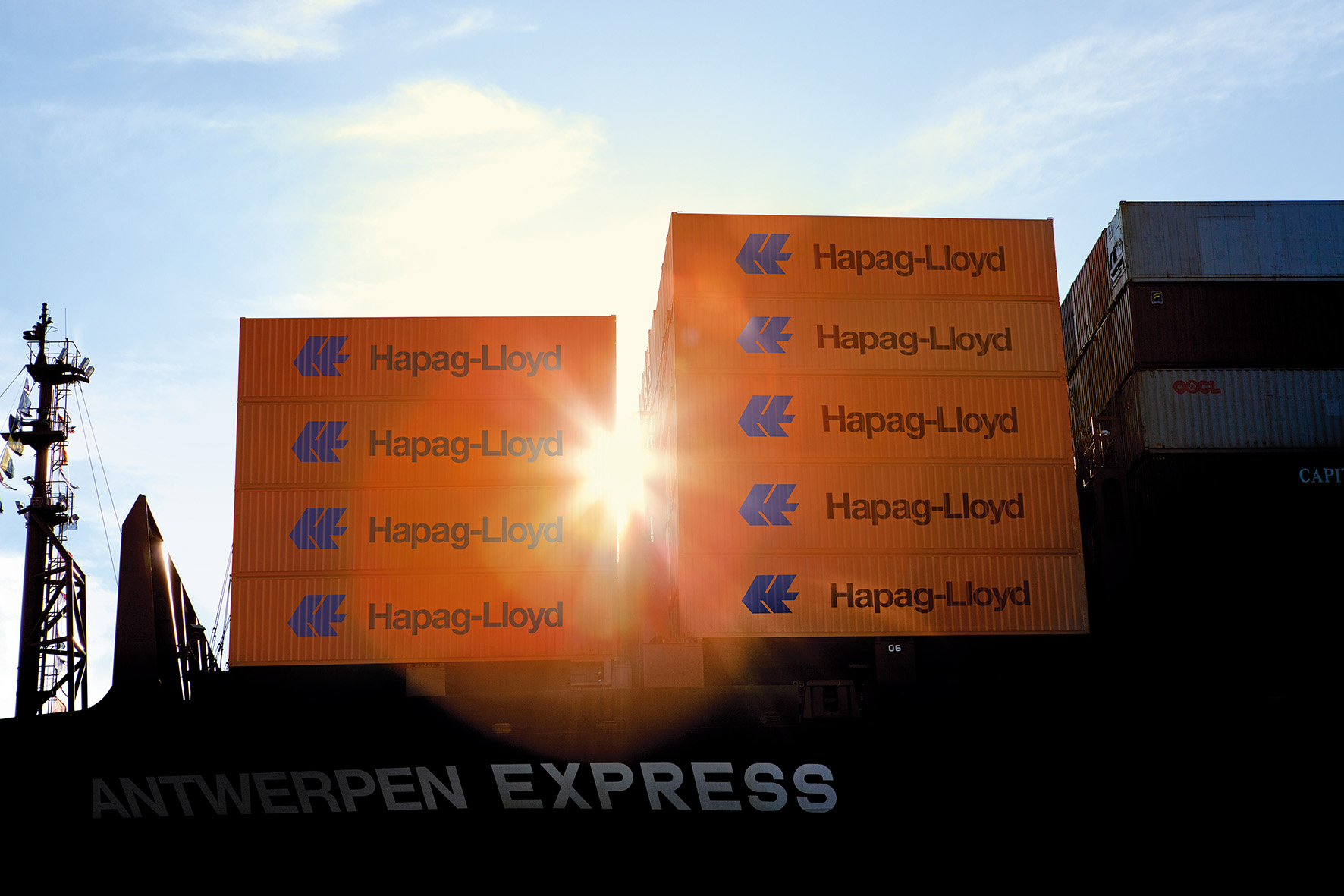 Hapag-Lloyd orders six 23.500 TEU LNG-powered ULCV ships 1