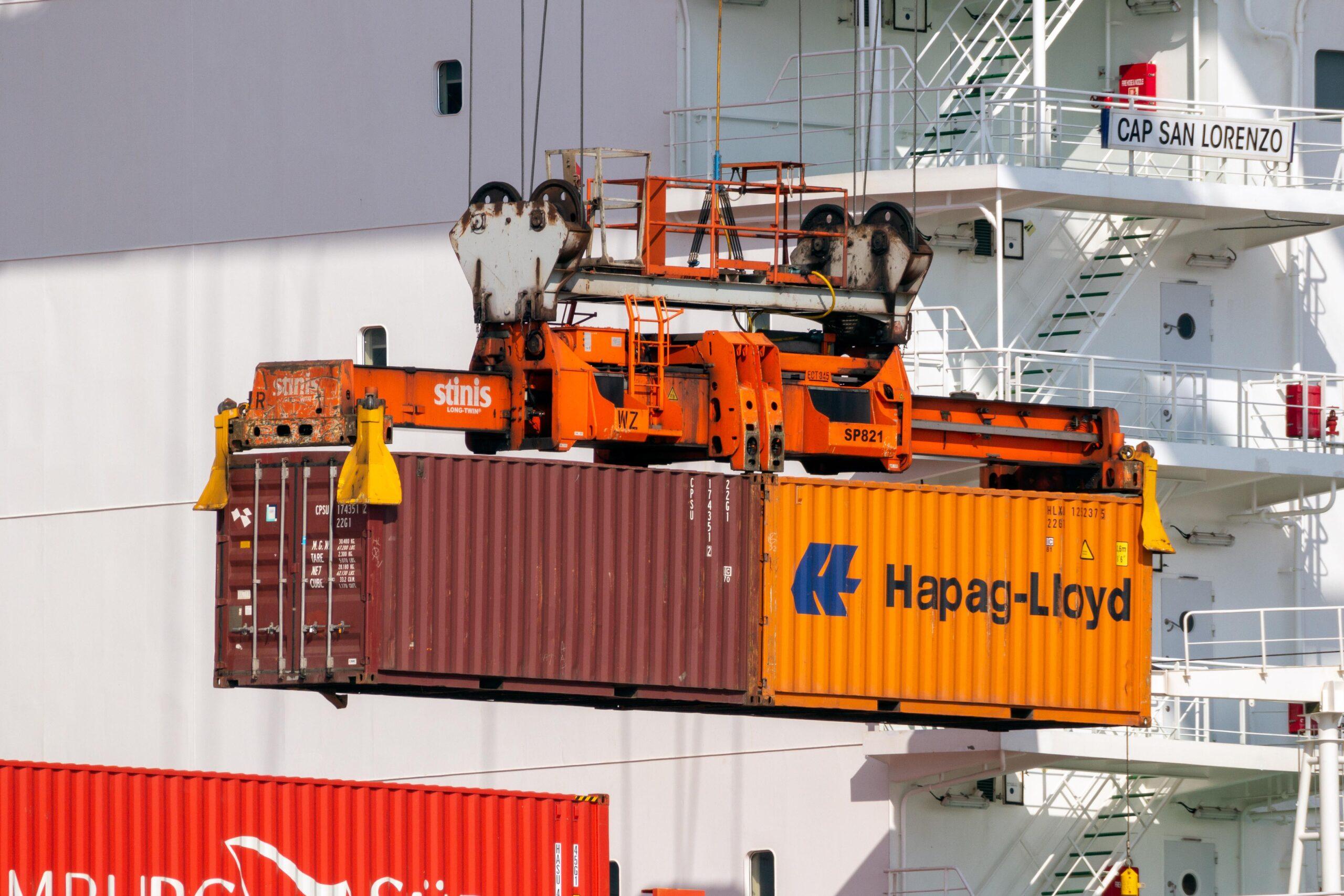 Hapag-Lloyd orders six  LNG-powered 23.500 TEU newbuilds. 1