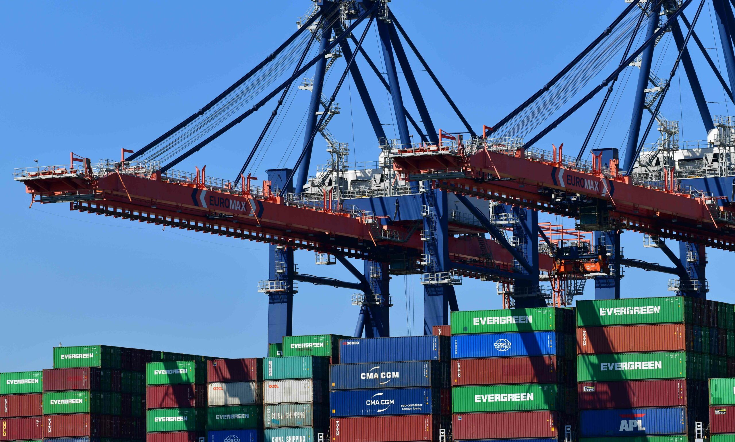 1.9 million teu of capacity heading to swamp ports after Suez Canal blockage Atlas Logistic network